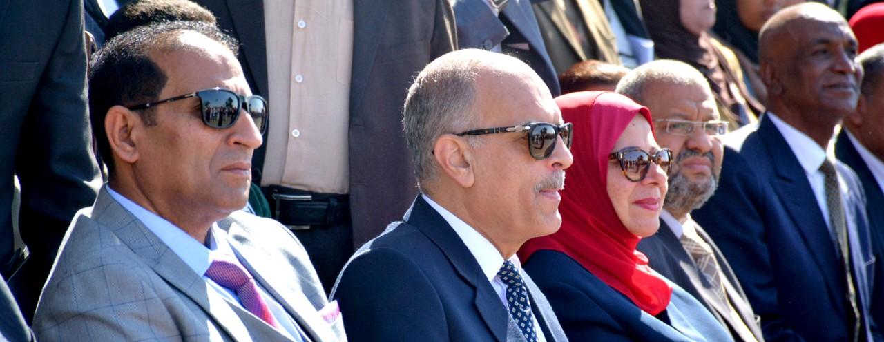 アスワン総督とアスワン大学の学長との内部指導者の前でのアスワン建国記念日のお祝いです。